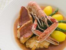 Tazón de fuente de estilo del restaurante del Bouillabaisse Foto de archivo libre de regalías