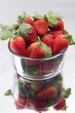 Tazón de fuente de fresas Fotografía de archivo libre de regalías