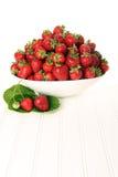 Tazón de fuente de fresas Fotos de archivo libres de regalías