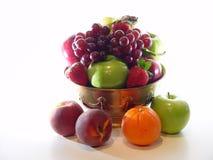 Tazón de fuente de fruta con los melocotones Imagen de archivo libre de regalías