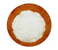 Tazón de fuente de harina aislado en blanco Imagenes de archivo