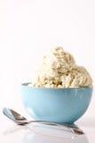 Tazón de fuente de helado de vainilla Imagen de archivo libre de regalías