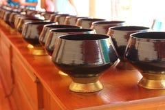 Tazón de fuente de las limosnas del monje imagenes de archivo
