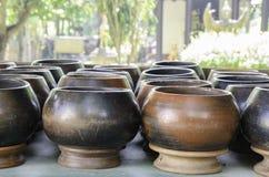 Tazón de fuente de las limosnas del monje imágenes de archivo libres de regalías