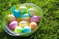Tazón de fuente de los huevos de Pascua Fotografía de archivo