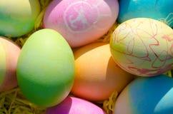 Tazón de fuente de los huevos de Pascua Imagen de archivo libre de regalías
