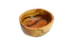 Tazón de fuente de madera hecho a mano aislado Imágenes de archivo libres de regalías