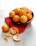 Tazón de fuente de mandarinas de la clementina Fotografía de archivo