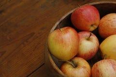 Tazón de fuente de manzanas Foto de archivo libre de regalías