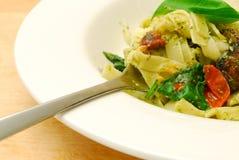 Tazón de fuente de pastas vegetarianas Fotos de archivo libres de regalías