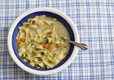 Tazón de fuente de sopa de pollo Imagen de archivo libre de regalías