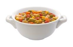 Tazón de fuente de sopa vegetal (camino de recortes) imagen de archivo libre de regalías