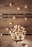 Tazón de fuente de tuercas de pistacho Imágenes de archivo libres de regalías