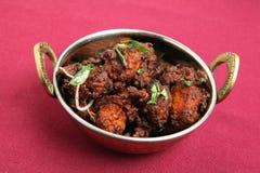 Tazón de fuente del curry de la fritada del pollo Foto de archivo