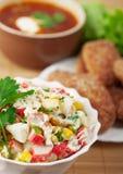 Tazón de fuente delicioso del primer de la cena (cangrejo Fotos de archivo libres de regalías