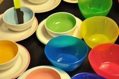 Tazón de fuente, platos en diverso color Imagen de archivo