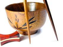 Tazón de fuente y palillos de madera Imagen de archivo libre de regalías