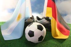 Taza 2010 de mundo, la Argentina y Alemania Imágenes de archivo libres de regalías