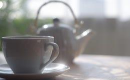 Taza blanca del té Fotos de archivo