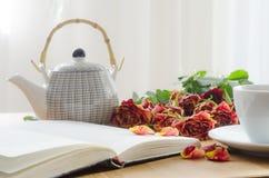 Taza blanca del té Fotos de archivo libres de regalías