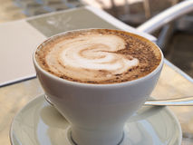 Taza caliente de café del capuchino Fotografía de archivo