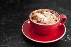 Taza caliente de café del capuchino Foto de archivo libre de regalías