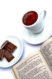 Taza, chocolate, libro foto de archivo