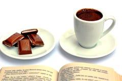Taza, chocolate, libro imagen de archivo libre de regalías