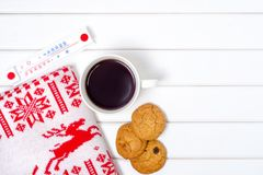 Taza combinada de la tela escocesa de graduado de las galletas del café Foto de archivo