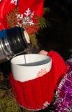 Taza con la bebida caliente Imagen de archivo libre de regalías