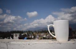 Taza con las nubes Foto de archivo