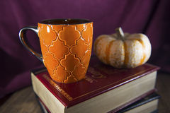 Taza condimentada calabaza del Latte Fotos de archivo