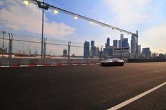 Taza de Aston Martin a el F?rmula 1 de Singapur Fotos de archivo