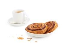 Taza de bollos del coffe y de canela Foto de archivo