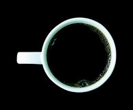Taza de café aislada en fondo negro Fotos de archivo libres de regalías