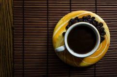 Taza de café amarilla Imagen de archivo libre de regalías