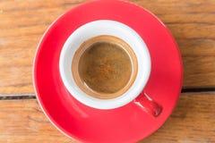 Taza de café caliente en el vector de madera Foto de archivo libre de regalías