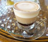 Taza de café caliente para el desayuno Imagenes de archivo