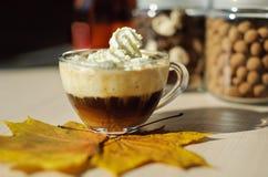 Taza de café con crema Imagen de archivo