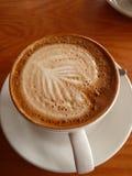 Taza de café con espuma creativa Imágenes de archivo libres de regalías