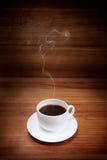 Taza de café con humo Imagen de archivo libre de regalías