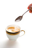 Taza de café con la cuchara imagenes de archivo