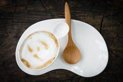 Taza de café con la cuchara de madera Imágenes de archivo libres de regalías