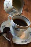 Taza de café con la cuchara del chocolate imagen de archivo libre de regalías