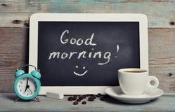 Taza de café con la pizarra imágenes de archivo libres de regalías
