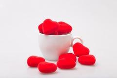 Taza de café con la tarjeta del día de San Valentín Fotografía de archivo libre de regalías