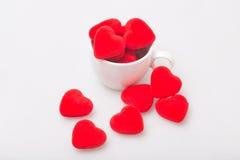 Taza de café con la tarjeta del día de San Valentín Fotos de archivo libres de regalías