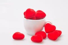 Taza de café con la tarjeta del día de San Valentín Imagen de archivo