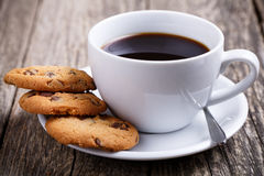 Taza de café con las galletas en un vector Fotografía de archivo libre de regalías