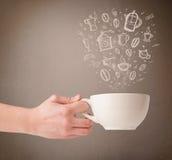Taza de café con los accesorios dibujados mano de la cocina Fotos de archivo